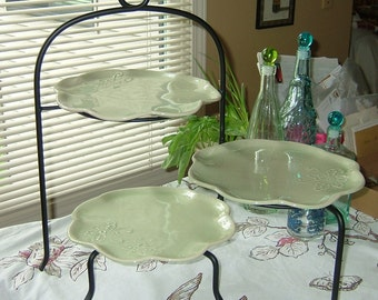 3 Scallop edged / Flower shaped Plates with a metal stand - Green