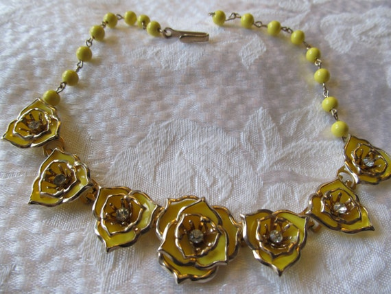 Vintage Lucite Yellow  Rhinestone Flower  Necklace
