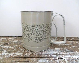 Androck Flour Sifter Metal Flour Sifter Vintage Kitchen Made in U.S.A. Daisy