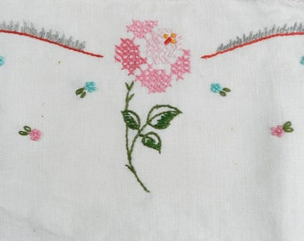 Vintage Pink and White Sweet Romantic Roses Flowers Linen Dresser Scarf Crocheted Hem