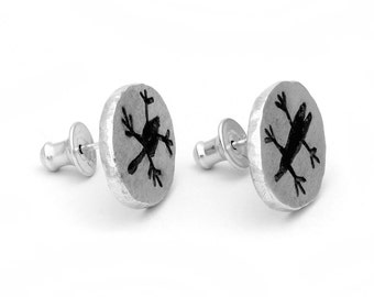 CAPIVARA stud earring oval in sterling silver oxidized brushed rock art prehistoric cave painting