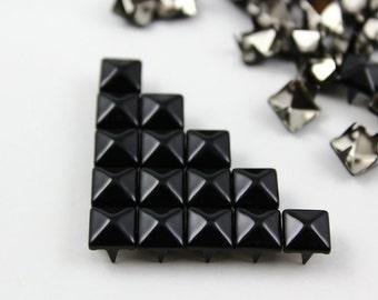 200Pcs 7mm Black Color PYRAMID Studs (CP-BL07)