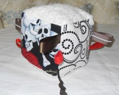 Skulls and Roses Sensory cube with a crinkle sound and Ribbon