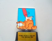 Vintage Garfield Some People Rub Me The Wrong Way Trophy 1978
