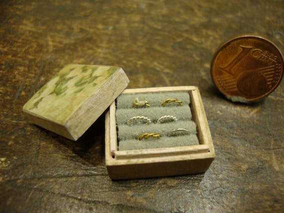 Miniature wooden box with rings1/12 scale