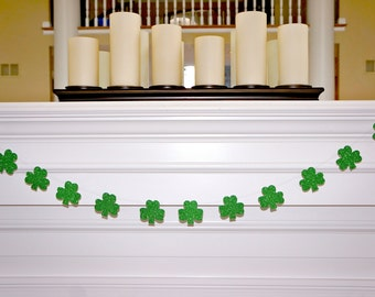St Patricks Day Banner - GREEN GLITTER SHAMROCK garland - Photo Booth Banner - Photo Booth Sign