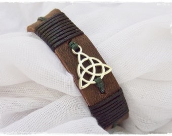 Men's Bracelet, Leather Cuff Bracelet, Leather Bracelet For Him, Trinity Knot Bracelet, Triquetra Leather Bracelet, Celtic Leather Bracelet