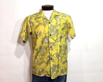 Vintage 60s Hawaiian Shirt Short Sleeve Shirt Asian Floral Shirt Button Loop Mens Medium 1960s Yellow Royal Hawaiian