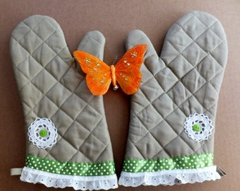 Tan Oven Mitt Set with Doilies and Green Polka Dots, Insulated Hot Pads