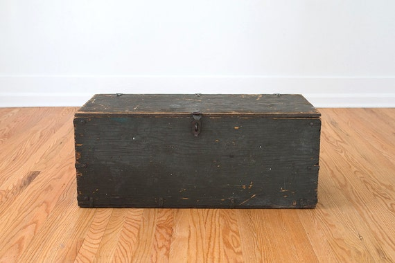 Vintage Distressed Us Military Trunk Coffee Table