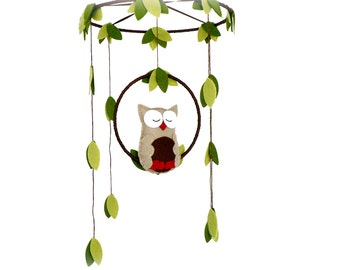 Owl mobile - woodland - Nursery baby mobile - Felt green, brown and red owl - Nursery decor - MADE TO ORDER