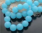 About 32 pcs 10mm Sweet Sky Blue Jade Smooth Round Balls Gemstones Beads g027910