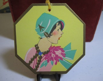 Art deco 1920's-30's die cut gold gilded  Buzza Bridge tally card profile of lady with cloche hat decorated with an arrow