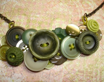 WOODLANDS - Button Necklace - Vintage Buttons - Vintage Jewelry- GREEN - green necklace