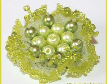 Lime green flower brooch made of Japanese Toho seed beads and acryl pearls beadwoven spring brooch
