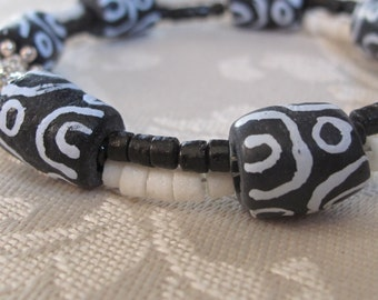 African Bracelet,Ethnic,Tribal,African design,Recycled glass,Trade Beads