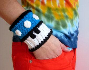 Mario Brothers Blue Mushroom Power Cuff. Super Mario Bros 1up Inspired Crochet Bracelet Wristband. Gamer Accessory. Video Game Cosplay.
