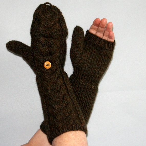 These mitten/gloves (convertible mittens) are excellent and very warm!!! With all the texting I do, a thumb flap would be convenient, however, the finger flap 5/5.