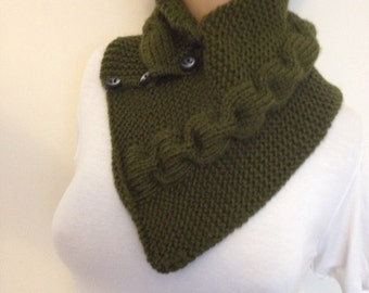 Green neckwarmers with button,Chunky Scarf ,scarves,fall fashion,winter accessories,autumn,Knitting