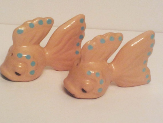 Vintage fish pink salt and pepper shakers japan for Fish salt and pepper shakers