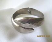 Bracelet 1970s graceful silver toned metal hinged