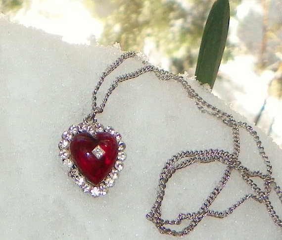 Retro Vintage Crimson Red  Heart Necklace