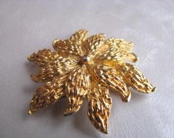 Vintage Flower Brooch - Vintage Flower Pin - Goldtone Brooch