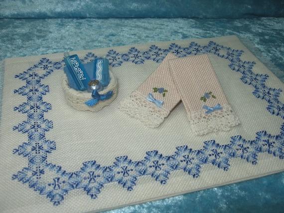 Toallas bordadas a punto de cruz Miniaturas por ArtislunaMiniaturas