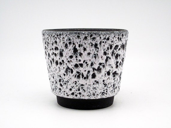 Black & White Fat Lava planter by Es Keramik