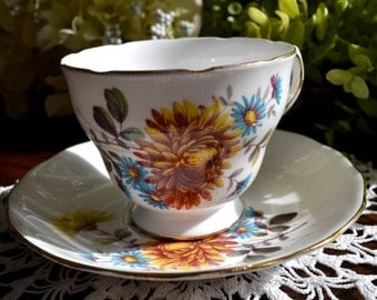 Queen Anne Fine Bone China Tea Cup and Saucer, Floral Motif, Gold Gilt, England