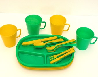 Picnic Set in Yellow and Green 28 Piece Vintage Putney Basketville Set 1960s 1970s Vermont