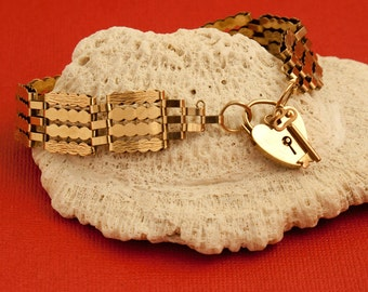 Vintage English 9 Karat Gold Gate Bracelet with Heart and Key Clasp
