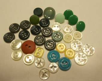 36 piece small vintage button mix, 9-14 mm (4)