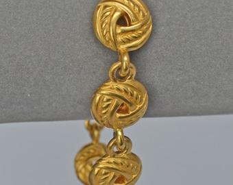 Vintage TRIFARI Bracelet Link Gold Signed