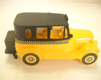 Vintage 1970s AVON 1926 CHECKER CAB, Wild Country After Shave (4)