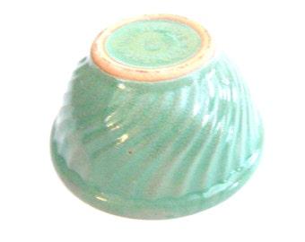 1940's Antique Watt Pottery Green Bowl Well Marked