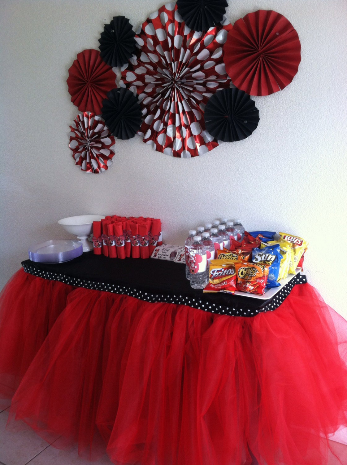 Lady bug minnie mouse polka dot tulle tutu table skirt for Red and white polka dot decorations