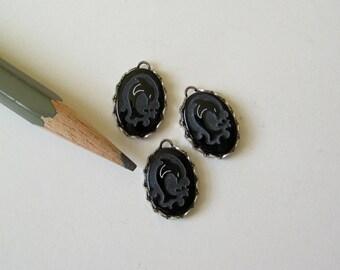 Black onyx stone charm pendant with dolphin cameo 14x10 1 pcs