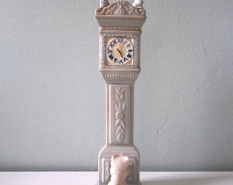Nursery Rhyme Grandfather Clock figurine