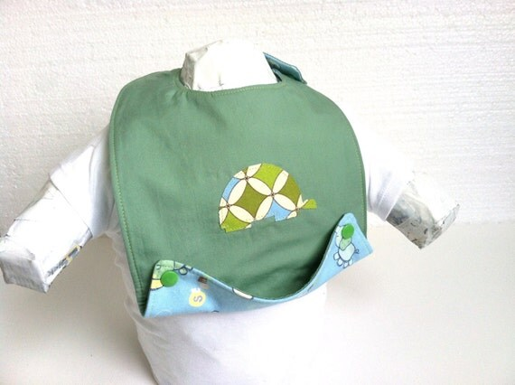 Bib, Side Snap Bib, Baby bib, Applique Turtle Baby bib, Drool Stopping, Crumb Catcher Bib, Green Baby Bib
