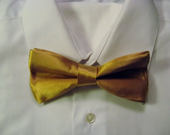 Gold Pretied Bow Tie