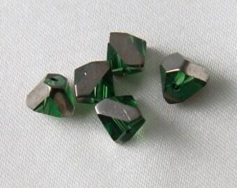20 pcs - 7mm Czech Glass Faceted Cut Pyramid Shape Beads Green & Silver Iris