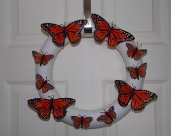 """12"""" Yarn Wreath with Monarchs"""