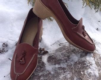 1980s Vintage Cobbie Cuddlers Tasseled Leather  Loafer