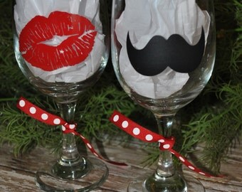 Kiss & Mustache Wine Glass Set