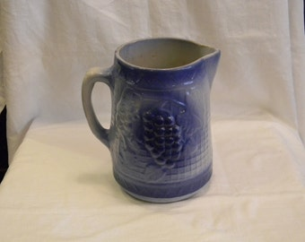 """Rare Old & Great Condition Blue And White Stoneware Grape And Rick Rack Pottery 8"""" Tal"""