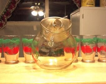 VINTAGE 7 pc tomatoe glass juice set sooo cute