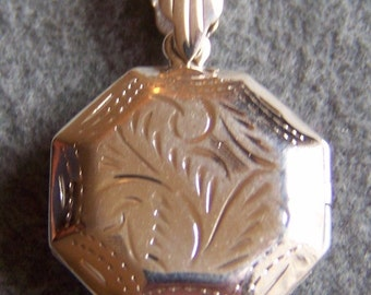 Vintage Sterling Silver Round Hexagonal Shaped Fancy etched Victorian Style Pendant Charm Locket