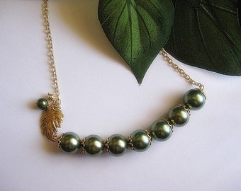 Romance Forrest Green Pearl Necklace