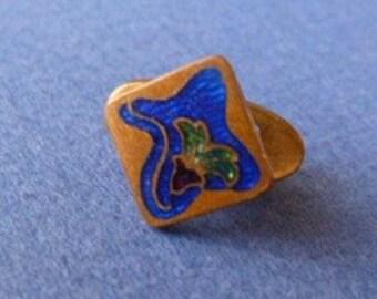 Tiny art deco collar button